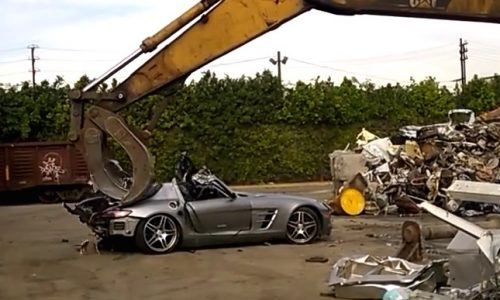Video: Mercedes SLS AMG gets crushed, such a waste