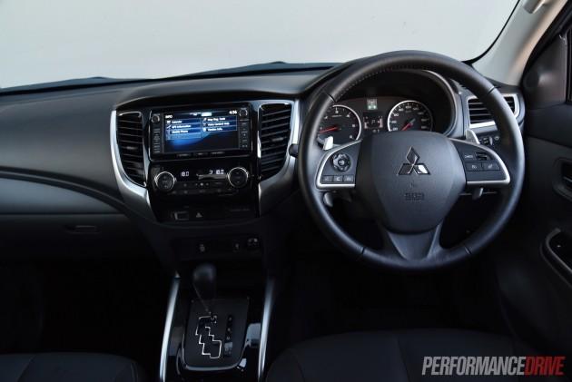 2016 Mitsubishi Triton Exceed-dash