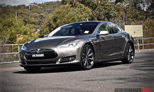 2015 Tesla Model S P85D review (video)
