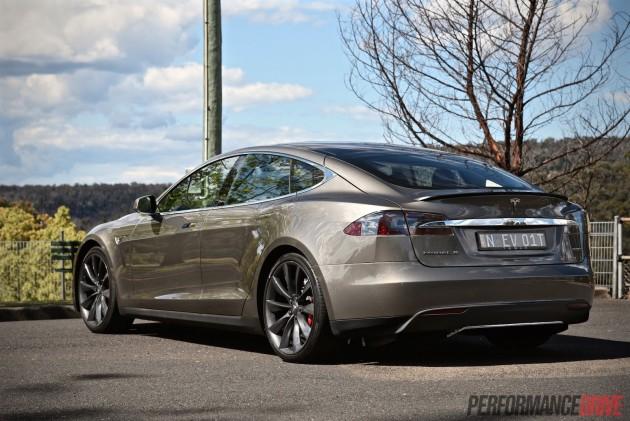 Tesla Model S P85D-low suspension