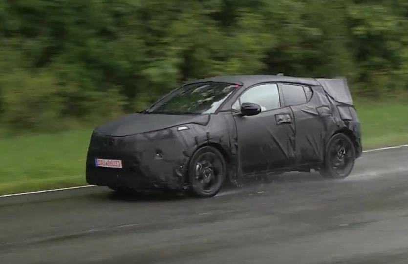 Toyota C-HR prototype spotted, new mini SUV (video