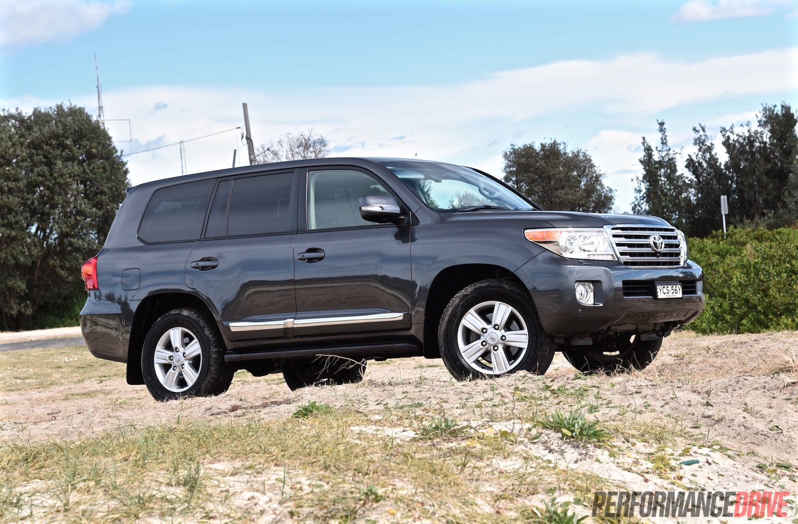 All Toyota Vehicles >> 2015 Toyota LandCruiser Sahara diesel review (video) | PerformanceDrive