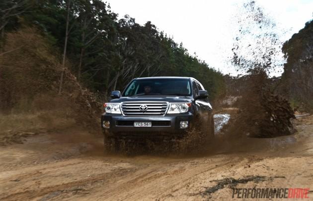 2015 Toyota LandCruiser Sahara-mud