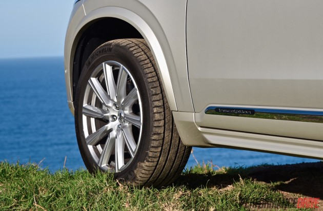 2016 Volvo XC90 T6 Inscription-20in wheels