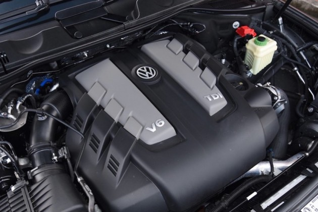2015-Volkswagen-Touareg-V6-TDI-engine