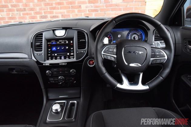 2016 Chrysler 300 SRT Core-dash