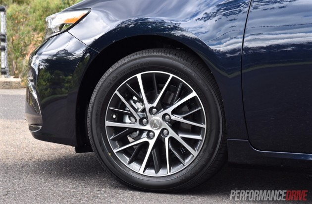 2016 Lexus ES 350 Sports Luxury-17in wheels
