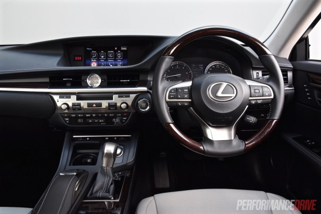 2016 Lexus ES 350 Sports Luxury-dash