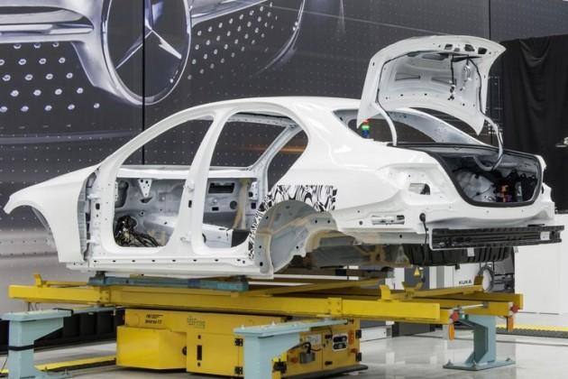 2016-Mercedes-Benz-E-Class-body-rear