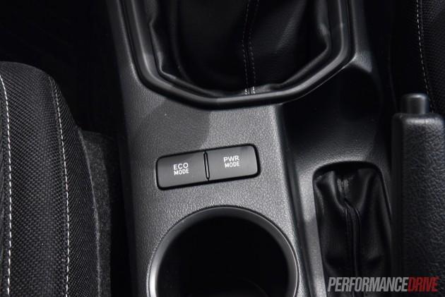 2016 Toyota HiLux SR-power mode