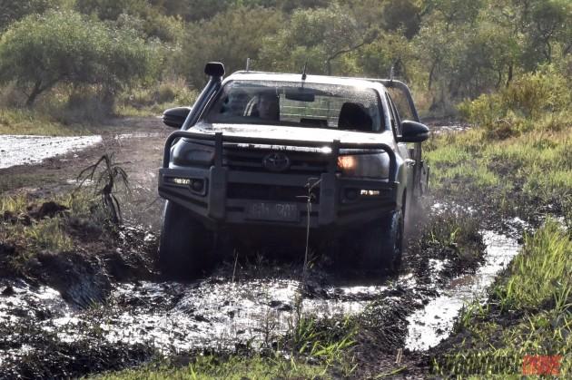 2016 Toyota HiLux SR-thick mud