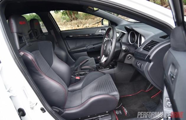 2016 Mitsubishi Evolution Final Edition-seats
