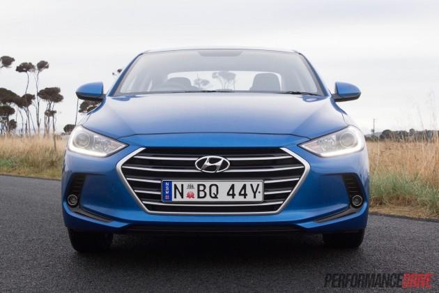 2016 Hyundai Elantra-headlights