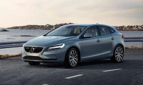 2017 Volvo V40 revealed, gets 'Thor Hammer' LED headlights