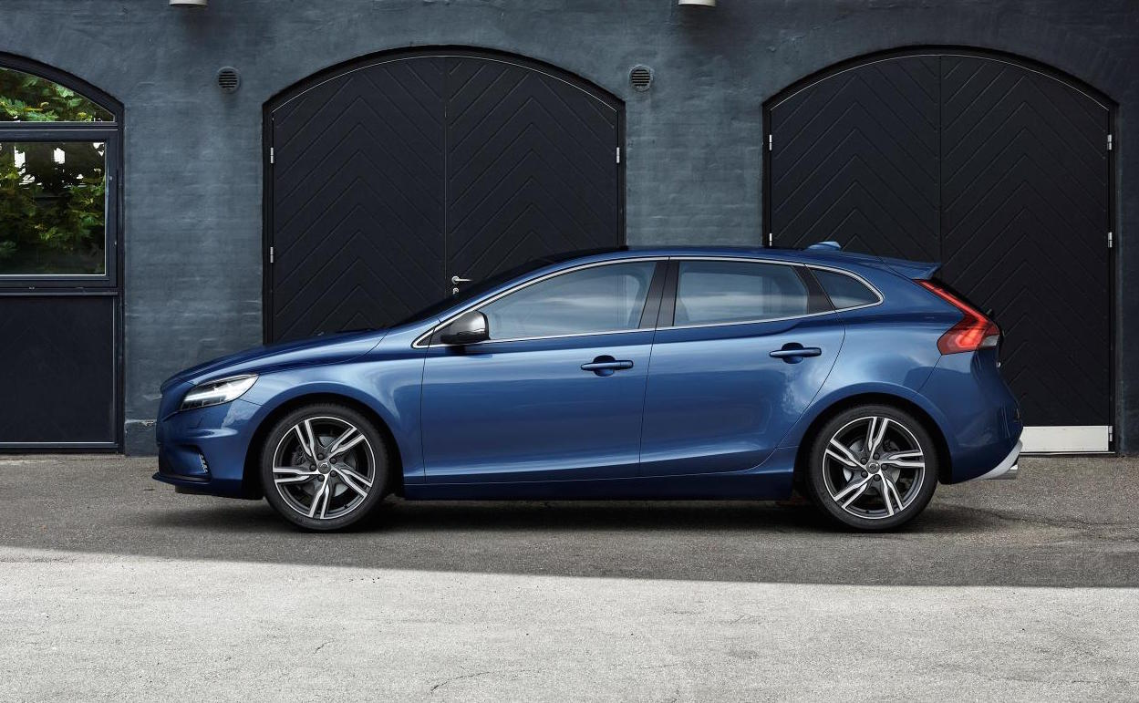 2017 Volvo V40 revealed, gets 'Thor Hammer' LED headlights | PerformanceDrive