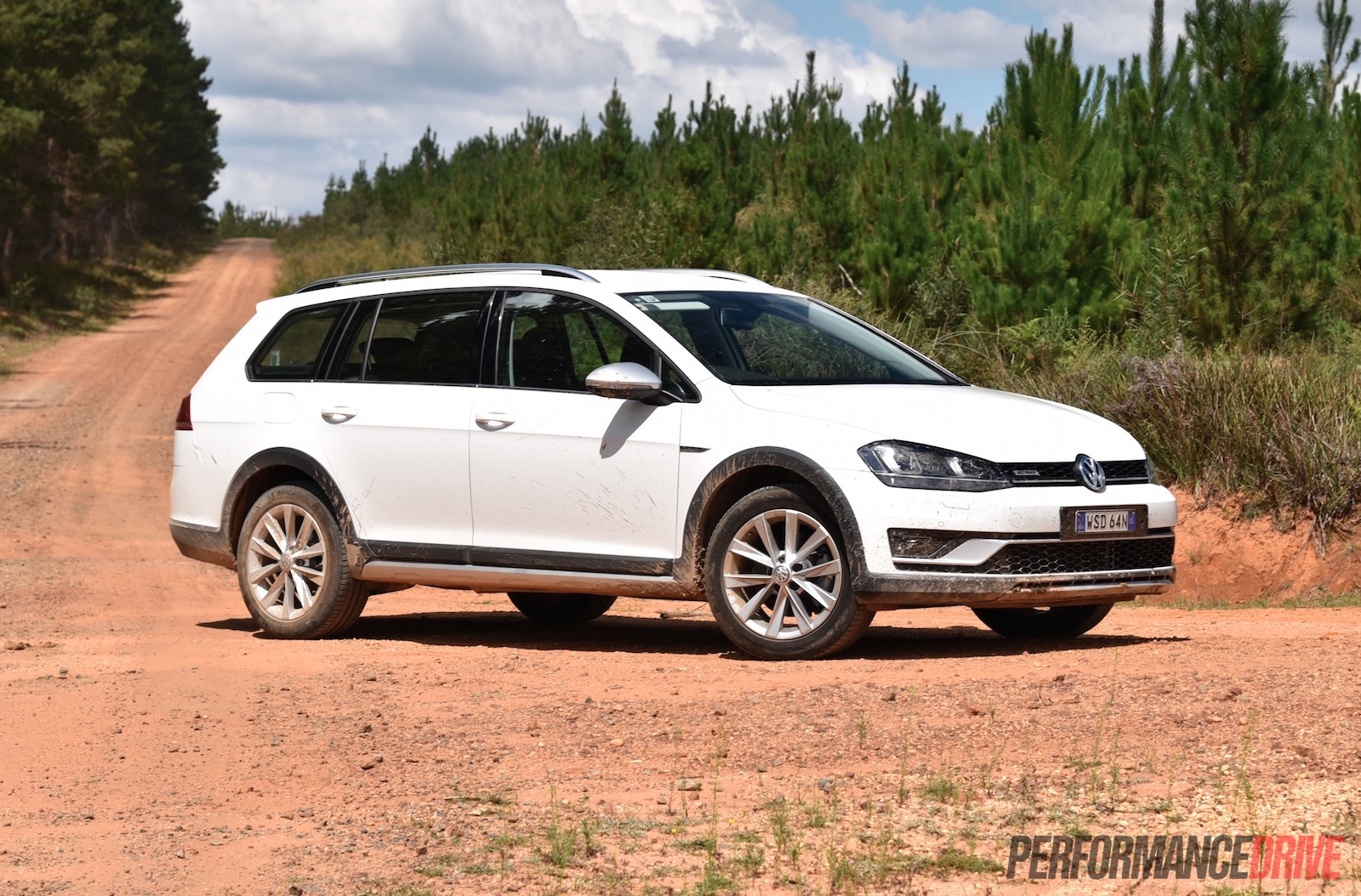 Volkswagen Golf Alltrack >> 2016 Volkswagen Golf Alltrack Review Video Performancedrive