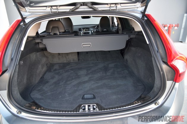 2016 Volvo V60 Cross Country-cargo area
