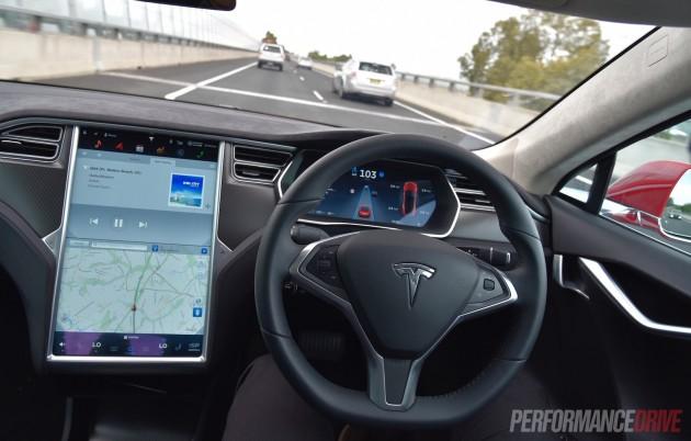 Tesla Model S 90D-Auto Pilot