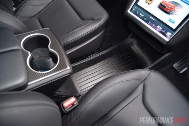 Tesla Model S 90D-centre console