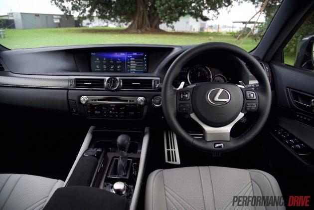 2016 Lexus GS F-dash