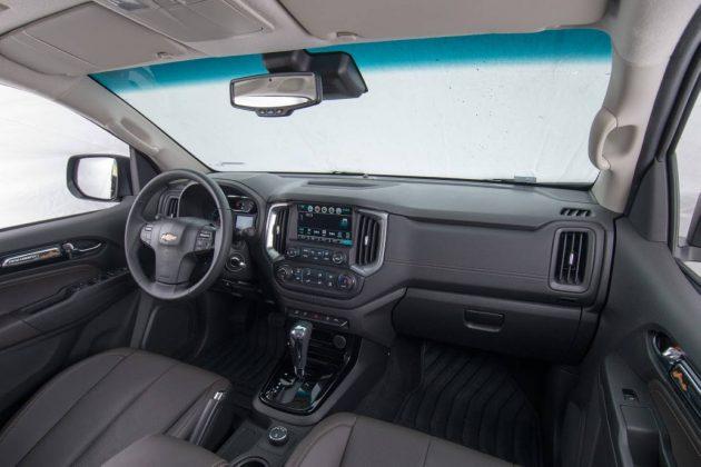 2017 Holden Colorado-interior