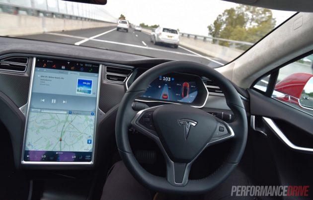 Tesla Model S-Autopilot