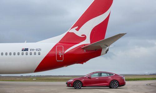 Tesla Model S P90D vs Qantas Boeing 737 jet: runway race (video)