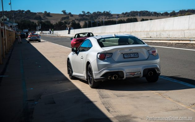 2016 Mazda MX-5 vs Toyota 86-white