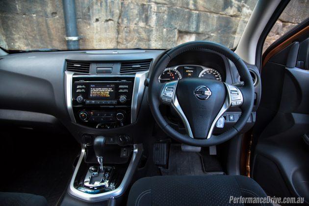 2016 Nissan Navara ST-dash