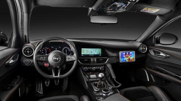 Alfa Romeo Giulia QV Carabinieri-interior