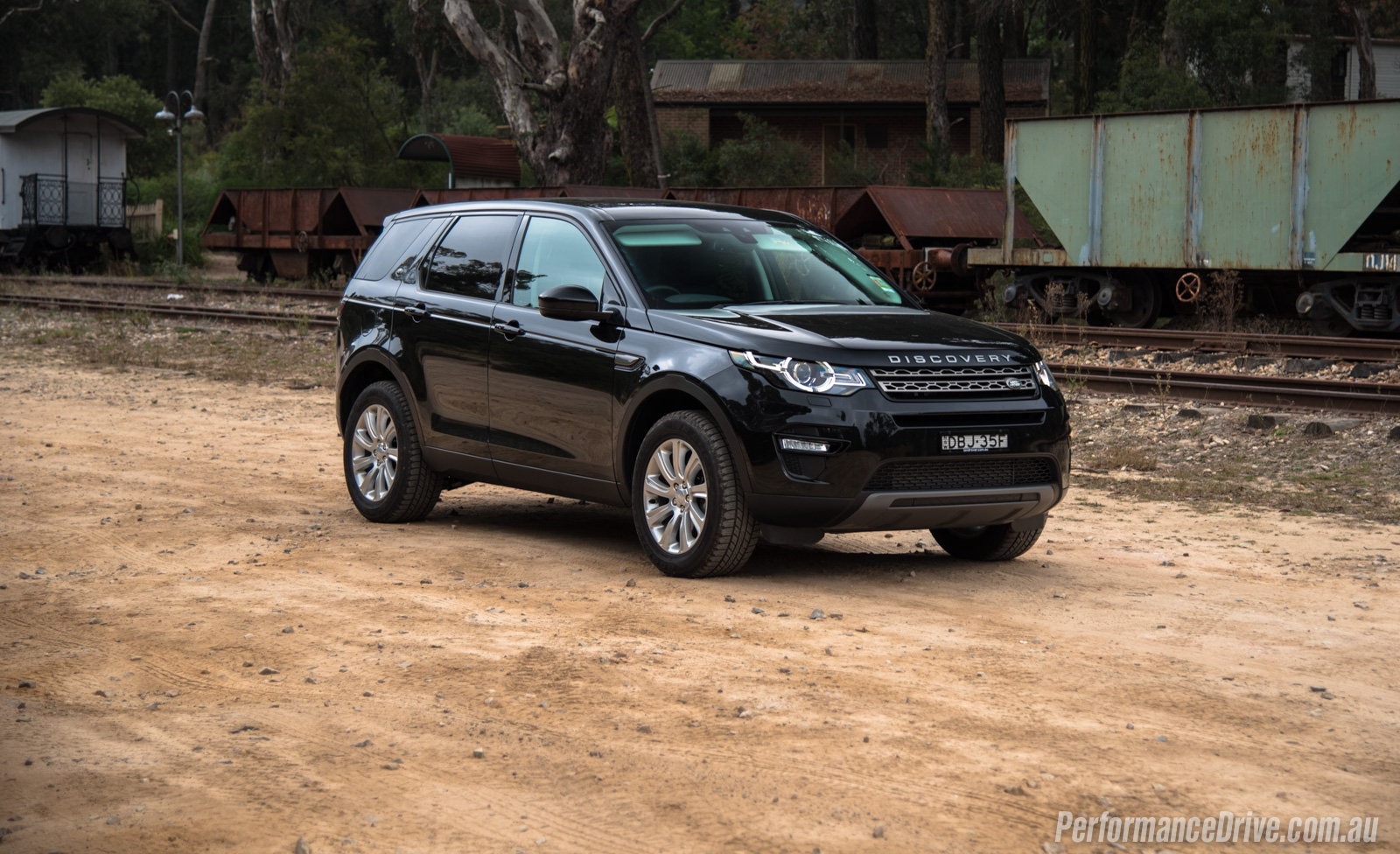 land rover discovery sport td4 se review video performancedrive. Black Bedroom Furniture Sets. Home Design Ideas