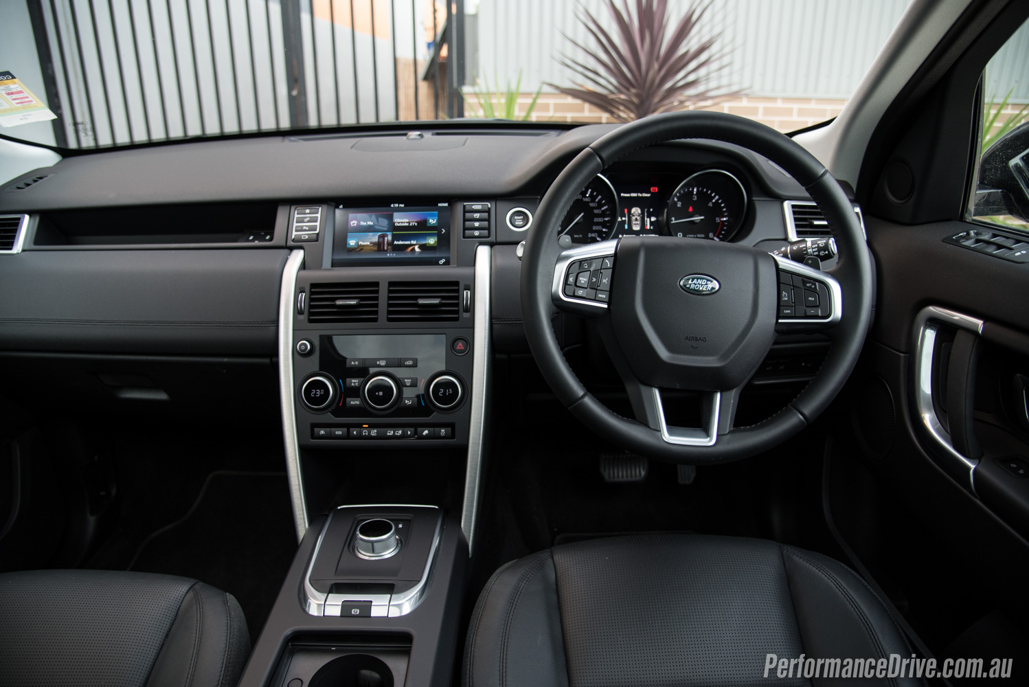 Land Rover Dealership >> Land Rover Discovery Sport TD4 SE review (video ...