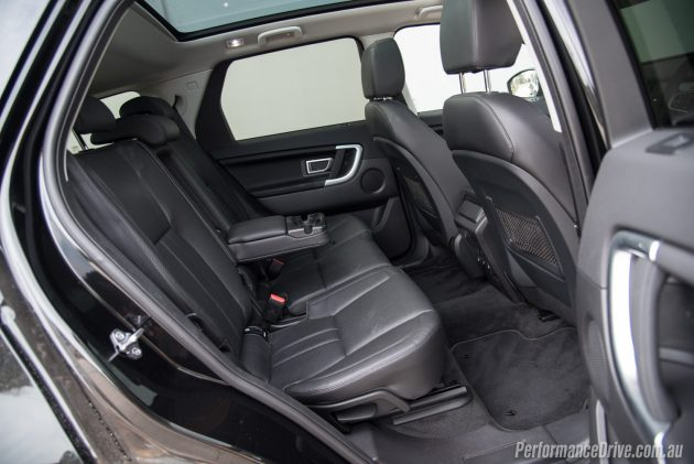 Land Rover Discovery Sport TD4 SE-rear seats