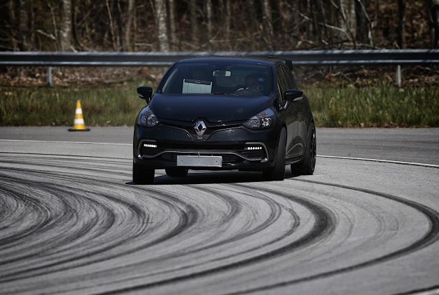 Renault Clio RS 16-drift