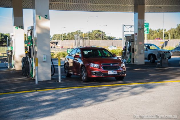 2016 Holden Cruze SRi Z-Series fuel station