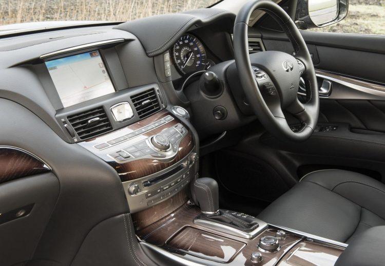 2016 Infiniti Q70 GT-interior