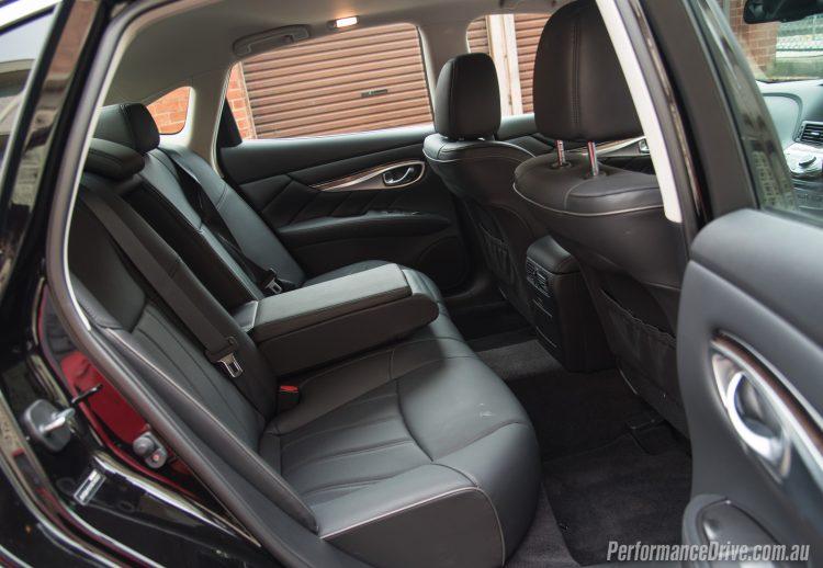 2016 Infiniti Q70 GT-rear seats