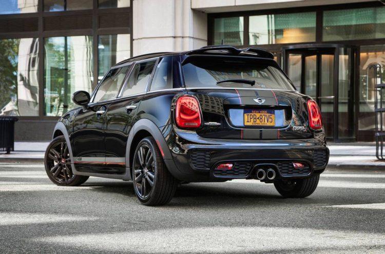 2016 MINI 5 Door Carbon Edition-rear