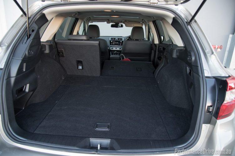 2016-Subaru-Outback-3.6R-cargo-space