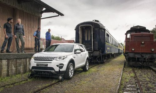 Land Rover Discovery Sport pulls 100-tonne train (video)
