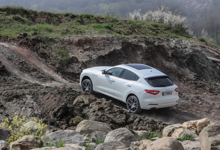 Maserati Levante off road-rear