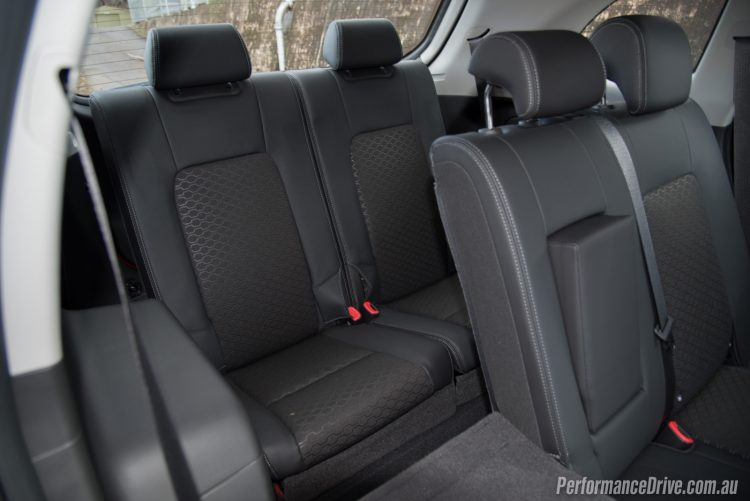 2016 Holden Captiva LT-7 seats