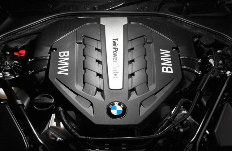 BMW V8 twin-turbo 550i
