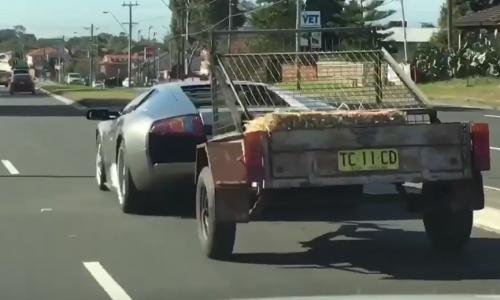 Video: Lamborghini Murcielago a useful tow vehicle, it seems