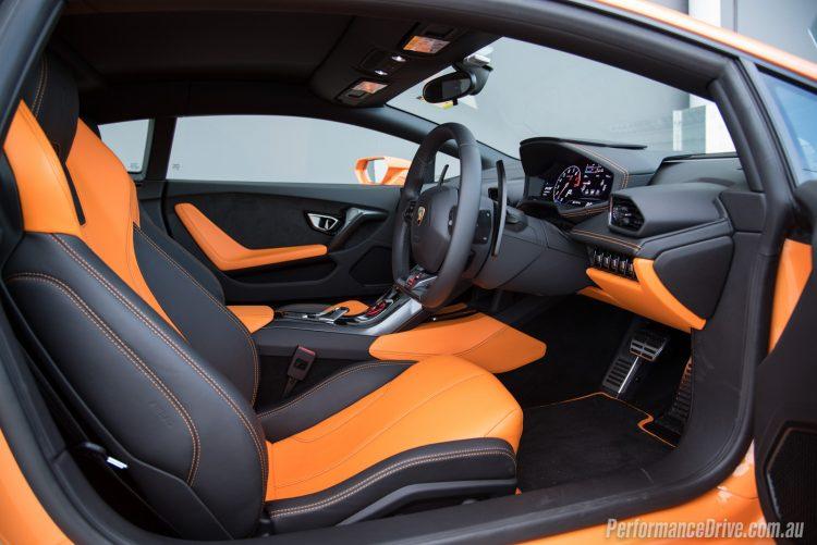 2016 Lamborghini Huracan LP580-2 interior