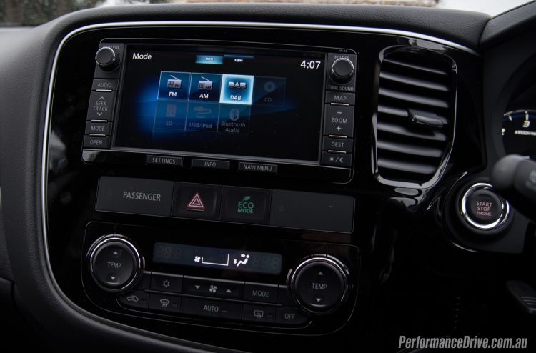 2016 Mitsubishi Outlander Exceed-touchscreen