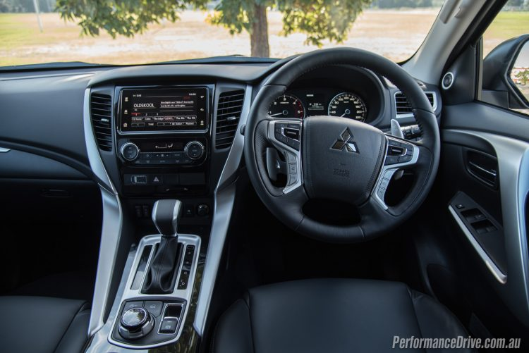 2016 Mitsubishi Pajero Sport Exceed 7 seat-dash