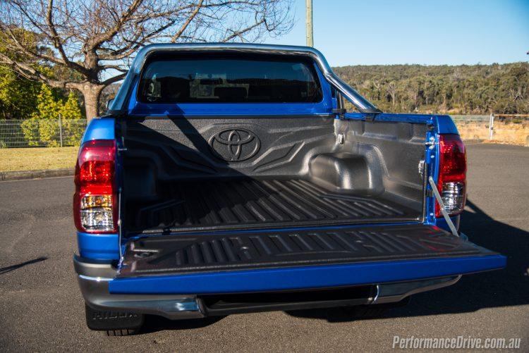 2016 Toyota HiLux SR5 V6-tray