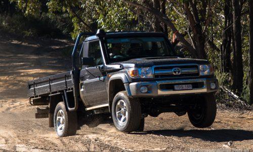 2016 Toyota LandCruiser 70 ute review (video)