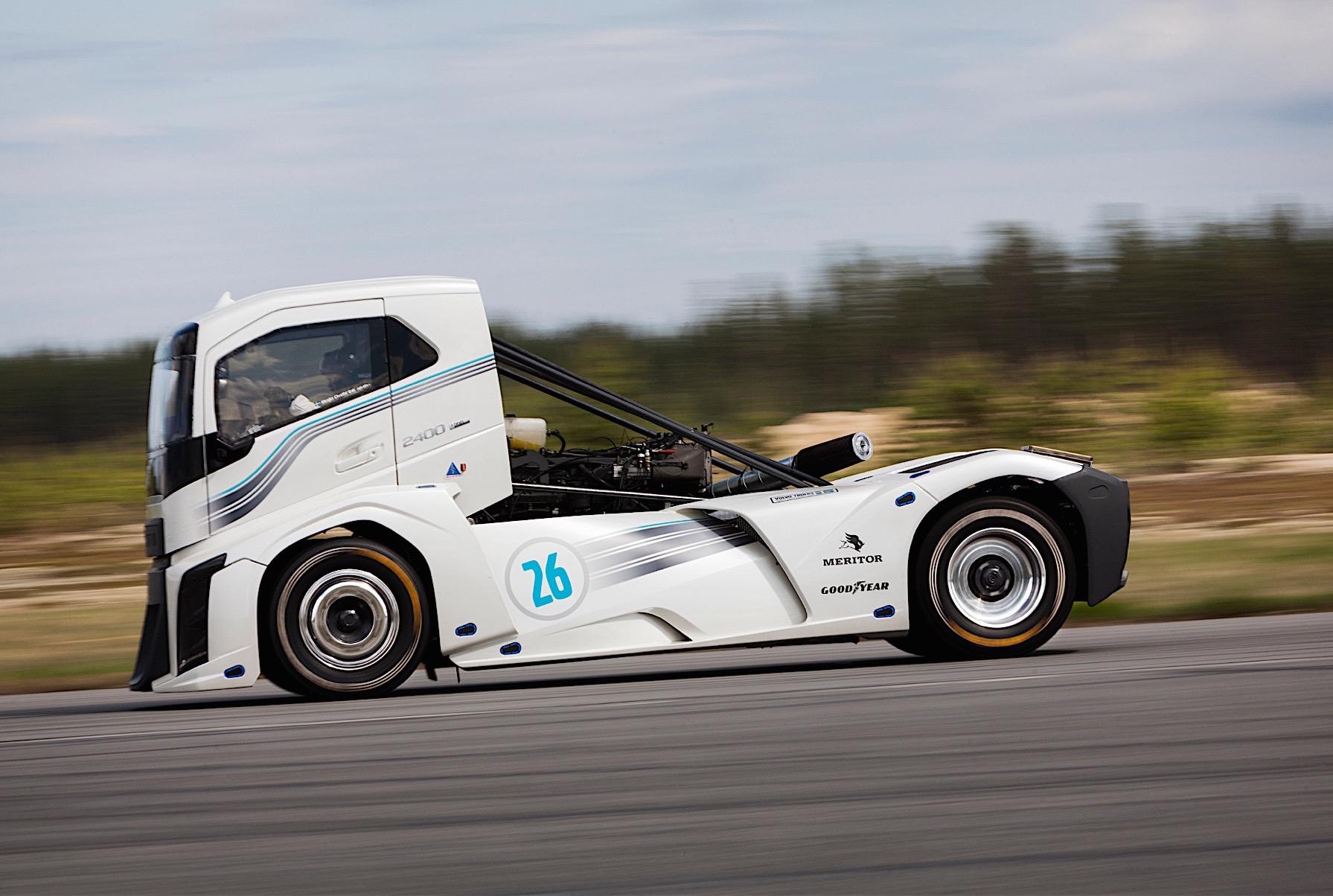 Volvo Iron Knight Truck Breaks Speed Records 0 100km H In
